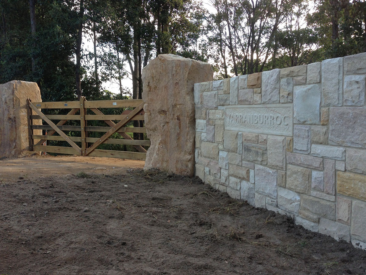 earthscape-tipper-hire-retaining-wall