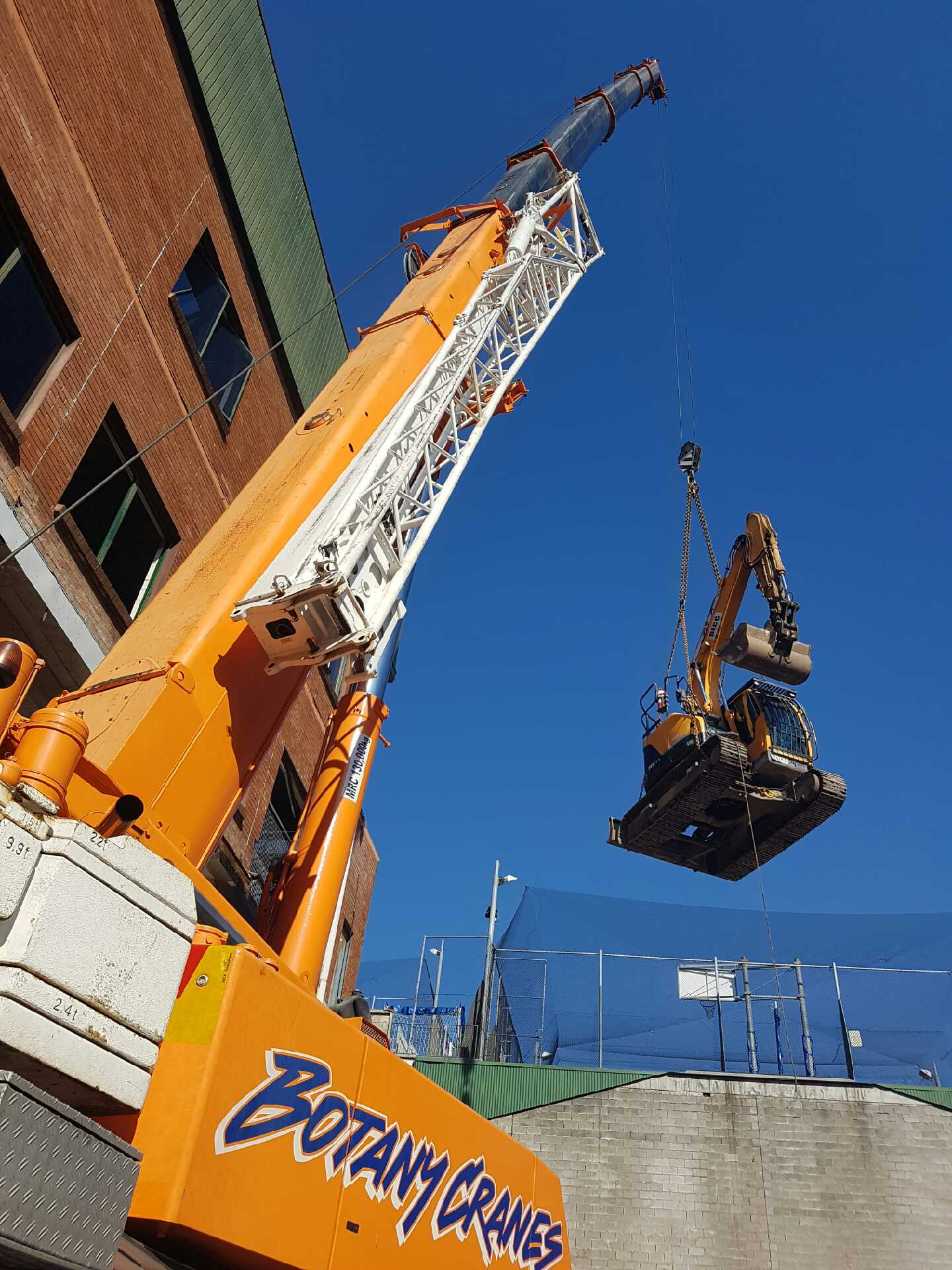 excavator-lift_Botany Cranes