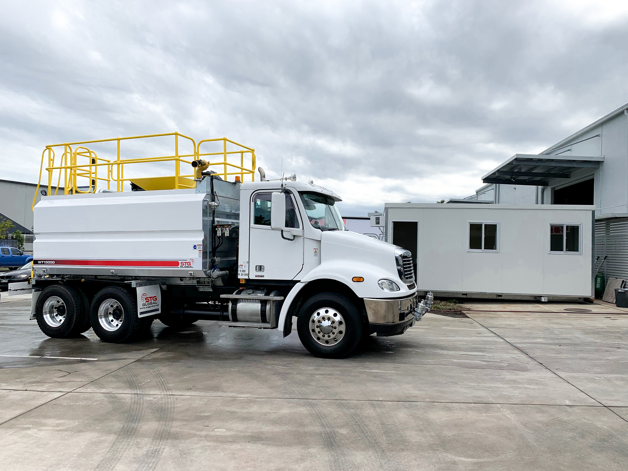 STG Global 2014 Freightliner CL112 Auto 6x4 13000 Water Trucks for sale