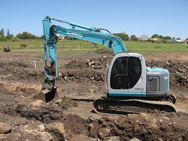Hawe Earthmoving Kobelco 2005 135SR Mark 6 Standard Excavator for hire Bundaberg