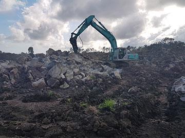 Hawe Earthmoving Kobelco 2004 SK250 Mark 6 Excavator for hire Bundaberg