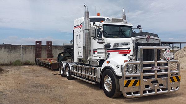 Hawe Earthmoving-kenworth-mover-with-low-loader-hire Bundaberg