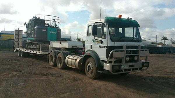 Hawe Earthmoving Low Loader 20 tonne Bogie axle for hire for smaller jobs 1995 Mercedes 2534 Bundaberg