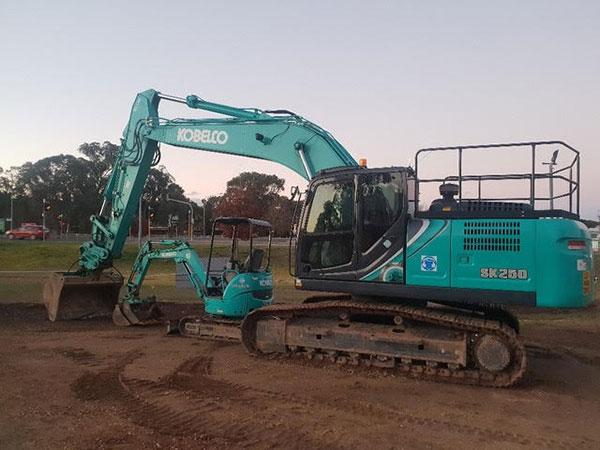 Hume Hire 25 tonne excavator hire Lavington