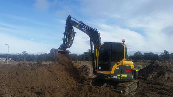 Hume Hire 8.8 tonne excavator hire Lavington