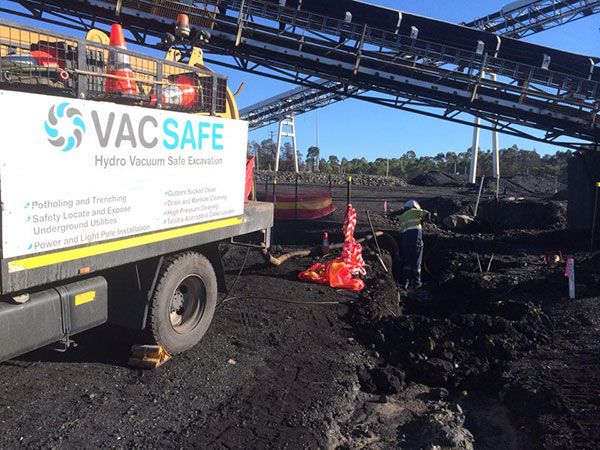 Vacsafe-vacuum-truck-operator-on-site-hydro-excavation-new-south-wales-hydro-excavation-mudgee