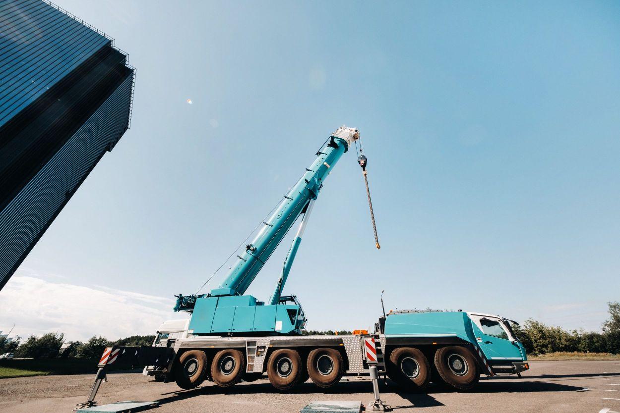 Large all-terrain crane
