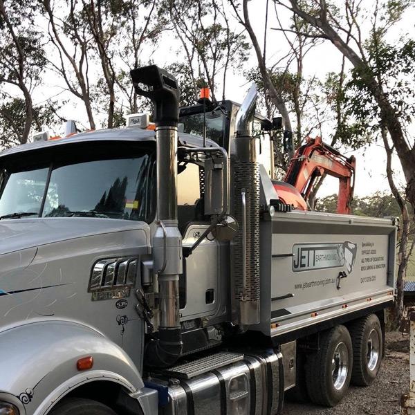 Jett-Earthmoving-Mack-535-Truck