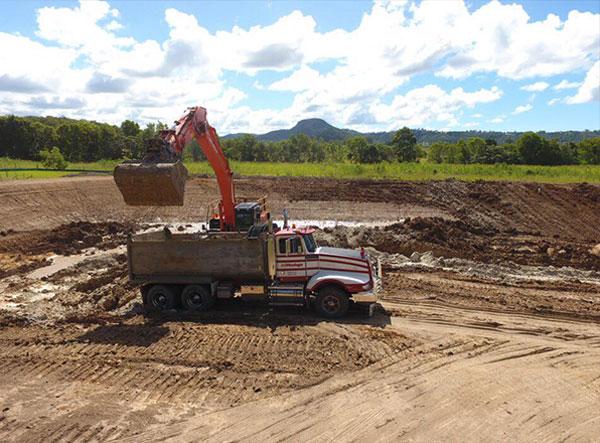 kellys-earthworks-wet-excavator-hire-brisbane