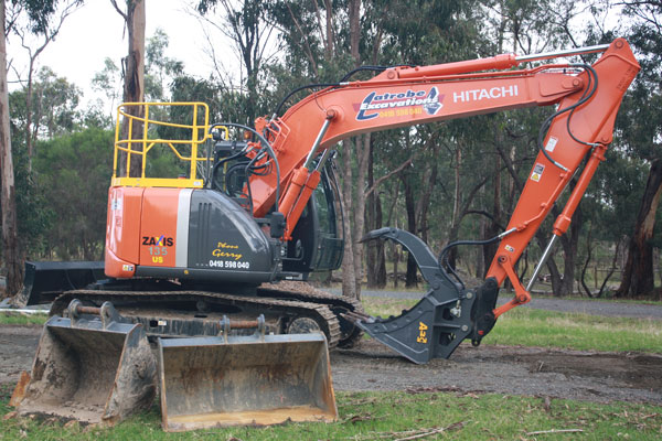 Latrobe Excavations Excavator for hire at excavation project in the Latrobe Valley