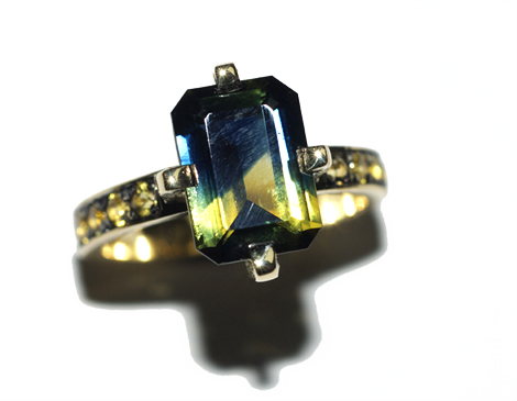 18ct yellow gold ring with parti sapphire by Robyn Wernicke.