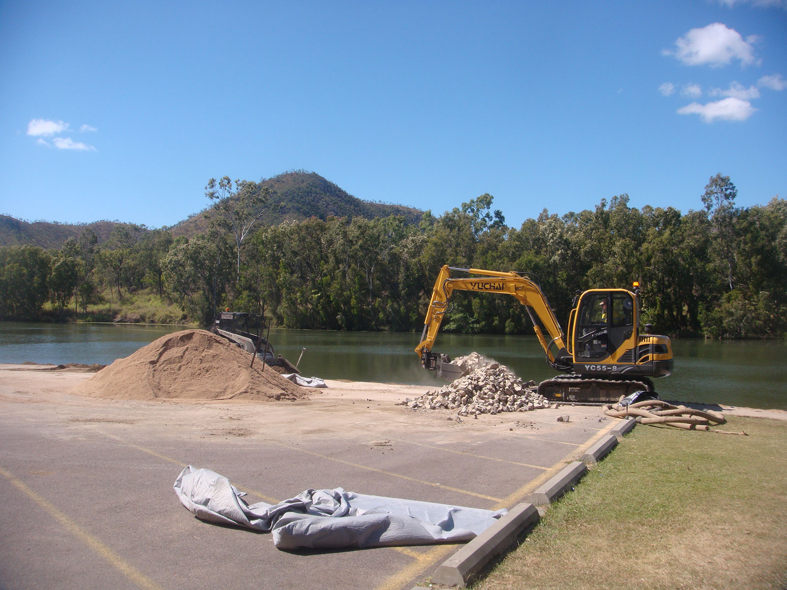 professional-excavations-plant-hire-cairns