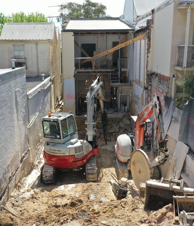 Rick-Davis-Contracting-Excavator-Mini-Excavator-site-cut-Sydney