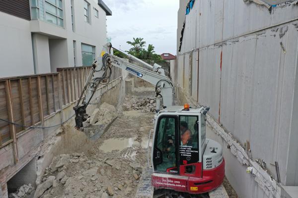 Rick-Davis-Contracting-Rock-Excavation-with-Excavator-Sydney