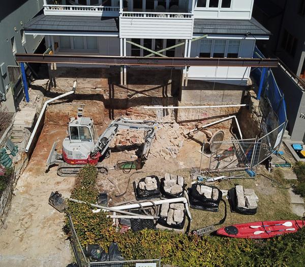 Rick-Davis-Contracting-Excavator-Rock-Breaking-Sydney