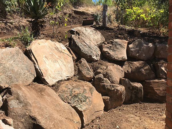 Ring a Retainer Retaining Wall Construction Moss Rock Retaining Walls