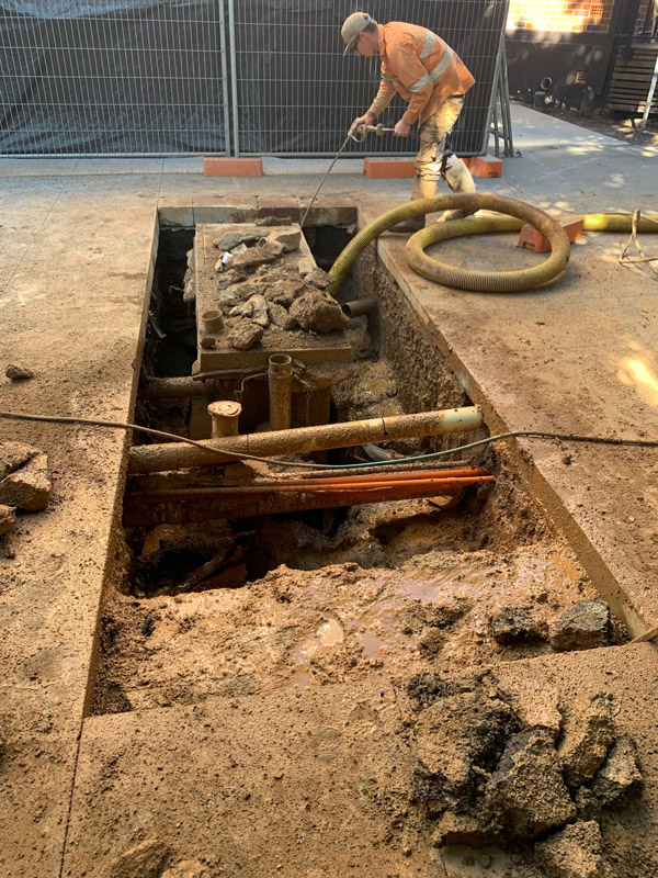 3 benefits of potholing - excavating around pipes and cables