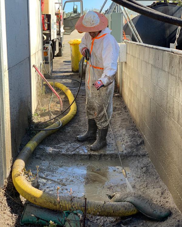 Vac2U-liquid-waste-disposal-truck-hire-gold-coast